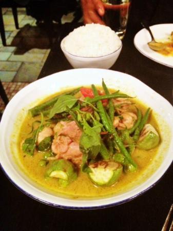 Thai Basil : Green chicken curry