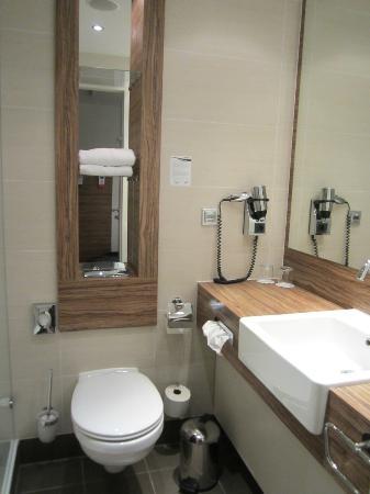 H4 Hotel Lubeck City Centre: Bathroom