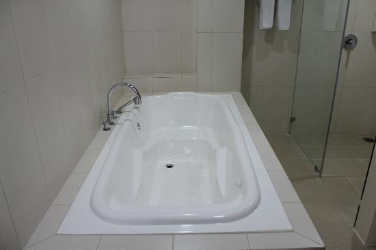 Puncak, Indonezja: bathtub - suite
