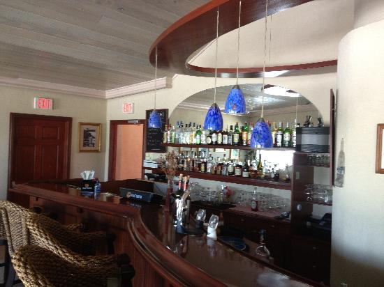 Caribbean Paradise Inn: Bar in lobby