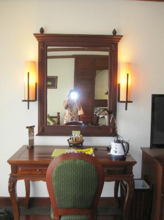 بوري أنكور ريزورت آند سبا: Bedroom dressing 