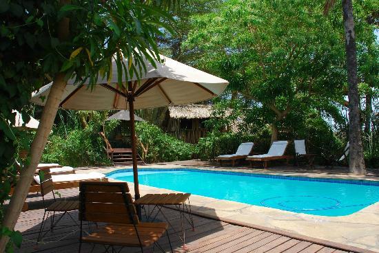 Kisima Ngeda Tented Camp: Unreal to see a pool like this here!