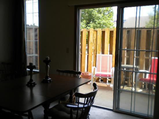 Southern Oaks Inn: Veranda Room: Deck View