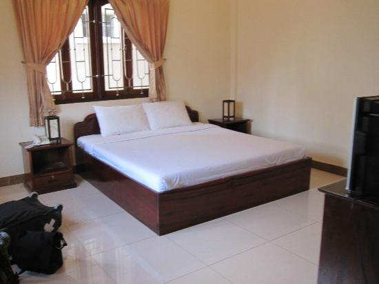 Souphaphone Guesthouse: Very spacious, nicely decorated and clean room
