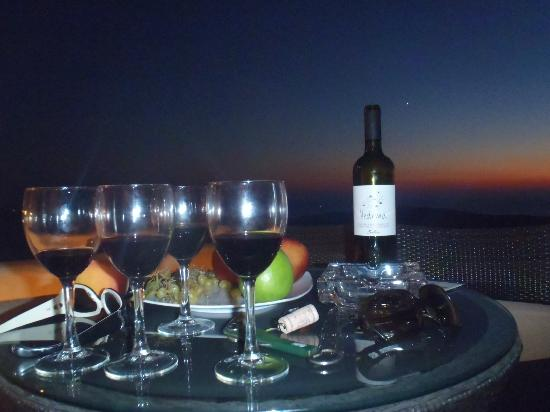 Nefeles Suites Hotel: enjoying our wine