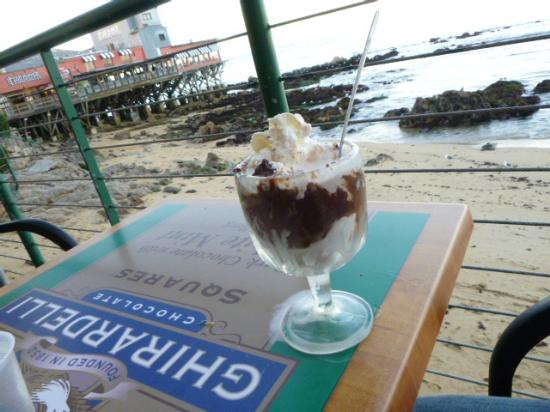 Ghirardelli Ice Cream & Chocolate Shop: You can't beat this situation!