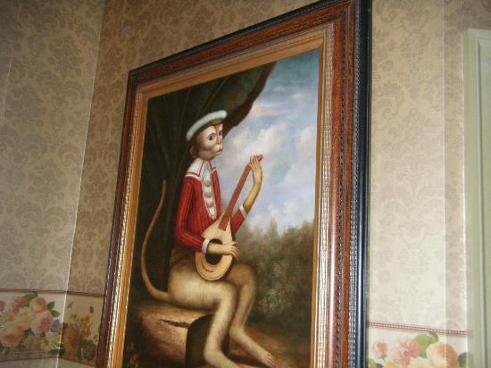 Farnsworth House Inn: Love that Monkey.