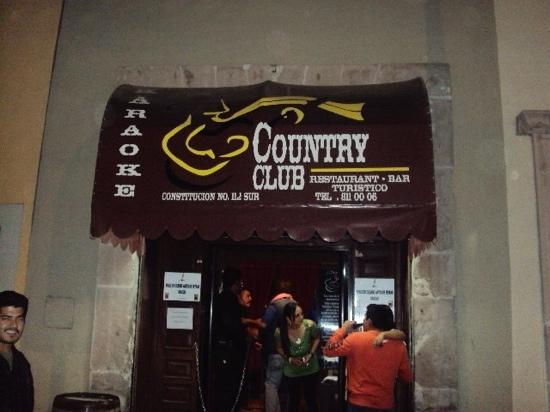 Calle Constitucion: country en calle constitución