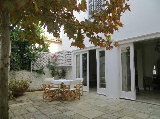 Hotel Leto Hydra: Inner breakfast courtyard