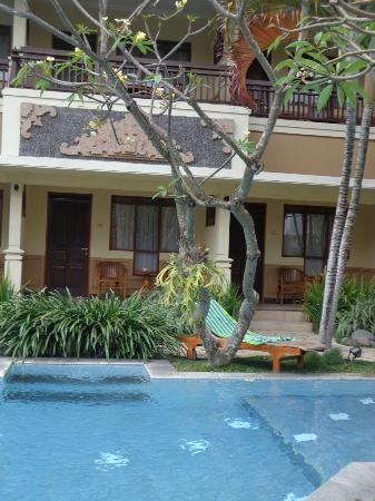 Mutiara Bali Boutique Resort & Villas: Our Room 127 with 'lounge' placed beside pool
