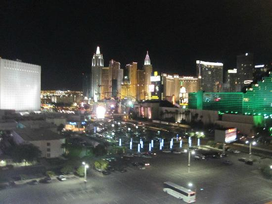 Hooters Casino Hotel: Night View from the 15th floor..