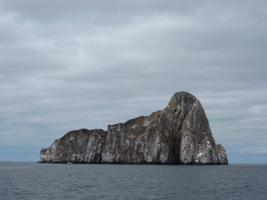 """Puerto Baquerizo Moreno, Ecuador: Se le llama """"Leon Dormido"""" por su similitud al animal. Tambien se lo conoce como """"Kicker Rock"""""""