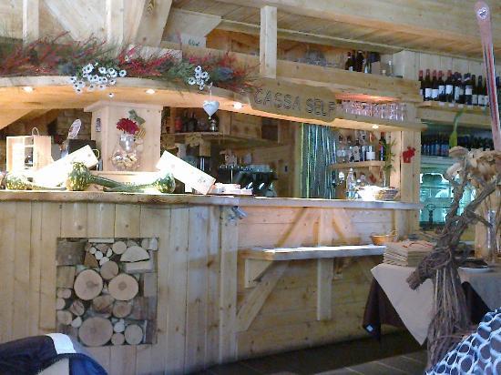 Chalet 1400: Bancone del ristorante