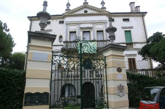 Villa Gabriella: The villa entrance