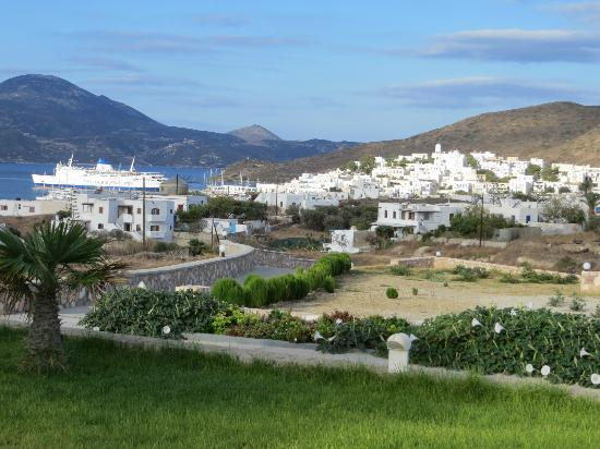 Santa Maria Village: View of Adamas town from pool area