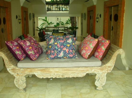 Abian Biu Mansion: Lovely day bed to curl up on and read