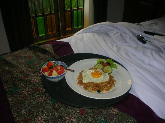 Abian Biu Mansion: Breaky in bed