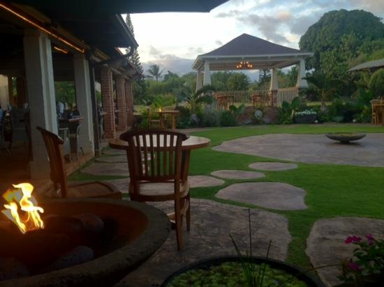 Marriott's Kaua'i Beach Club: Gaylord's patio dining.