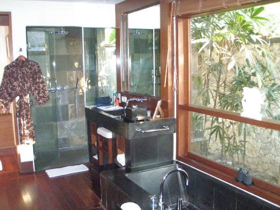 Belmond Jimbaran Puri: Bathroom