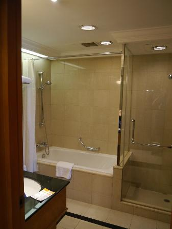 Lee Garden Service Apartment Beijing: Good bathroom