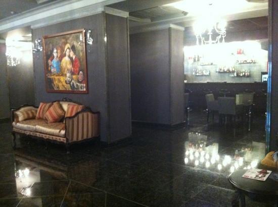 ALFAVITO HOTEL: холл первого этажа