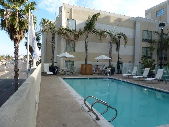 view from pool picture of hampton inn san diego. Black Bedroom Furniture Sets. Home Design Ideas