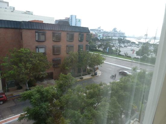 Hampton Inn San Diego - Downtown: View from the room towards the bay
