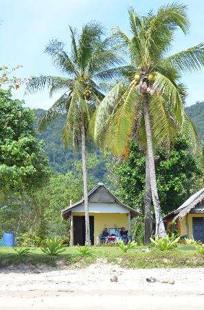 Klong Jark Bungalows: The bungalow outside