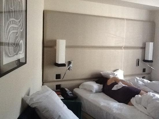 Tiffany Hotel: bed...