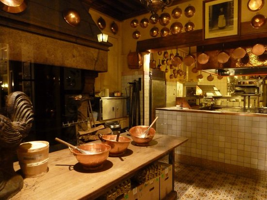 The omelette kitchen picture of la mere poulard mont saint michel tripadvisor - Restaurant la mere poulard ...