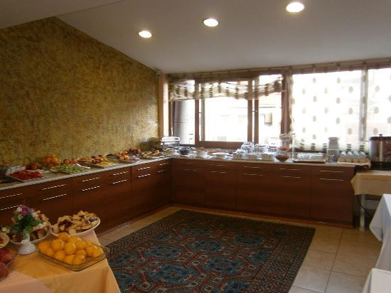Kupeli Hotel: Sala de desayunos
