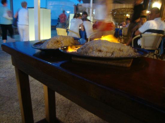 La Pardela Restaurant: Salt baked fish - delicious