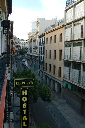 Hostal El Pilar: View towards Plaza Jacinto Benavente