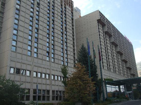 โรงแรม เมอร์เคียว บูดาเปสท์ บูดา: the hotel from the street