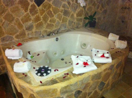 Issimo Suites Boutique Hotel and Spa: Hot tub