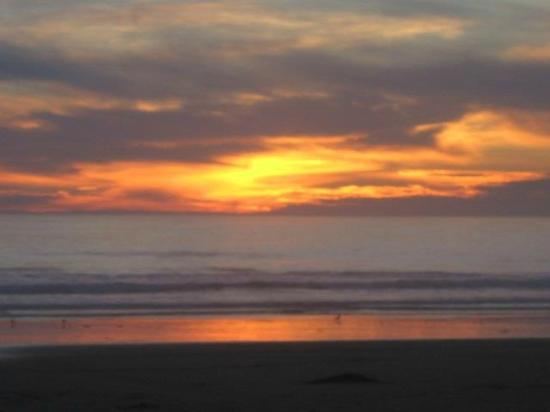 Issimo Suites Boutique Hotel and Spa: Outrageous sunsets