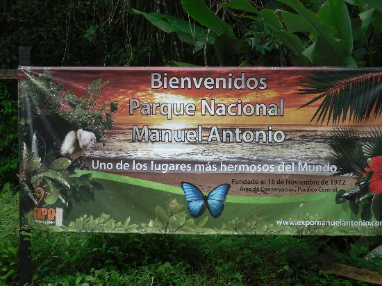 ‪إيسيمو سويتس بوتيك هوتل آند سبا: Entrance to Manuel Antonio