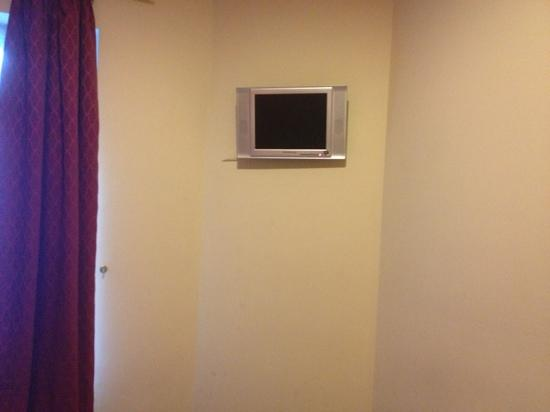 London Guest House : tv in double room