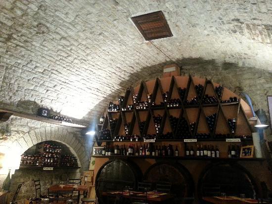 magnifica volta a botte, ottima illuminazione - Picture of La Madia di Giuseppe, Gubbio ...