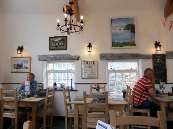 Harbour Light Tea Garden: inside view