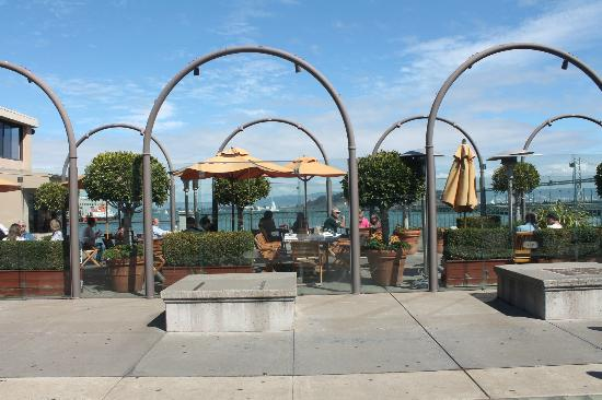 Waterfront Restaurant and Cafe: Terrasse