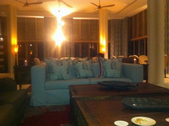 Melia Zanzibar: libary bar