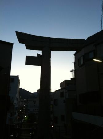 One-legged Torii: 地元では片足鳥居とも言われています