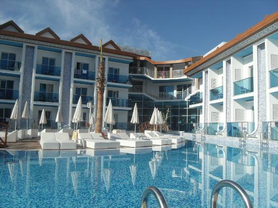 Ocean Blue High Class Hotel: Pool area of a morning