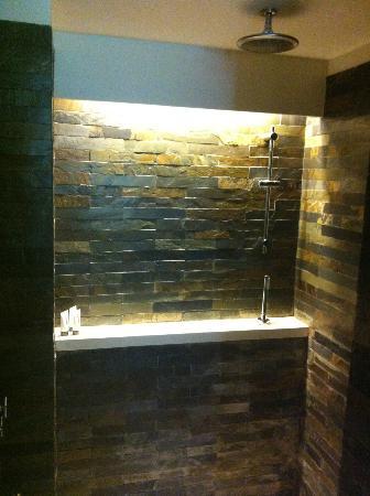 The Club Saujana Resort: Shower Room