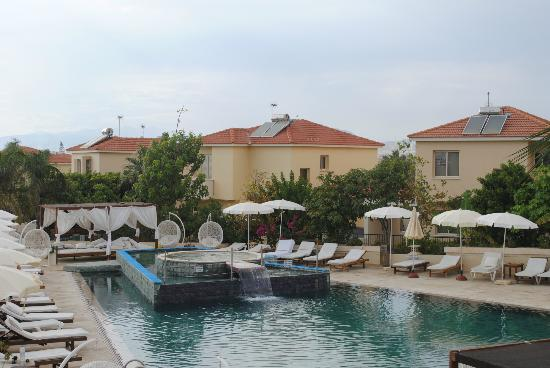 E Hotel Spa and Resort: Pool Area