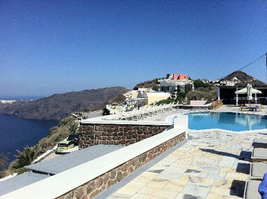 زينون فيلوتيرا: Looking over the pool 