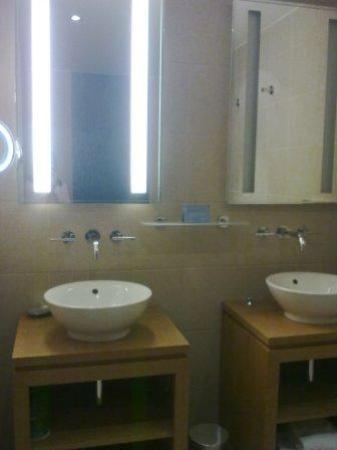 แอ็นฮาเคนท์เบลฟอร์ทโฮเต็ล: Bath room