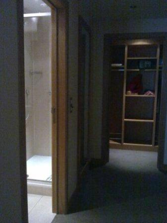 แอ็นฮาเคนท์เบลฟอร์ทโฮเต็ล: Walk-in closet
