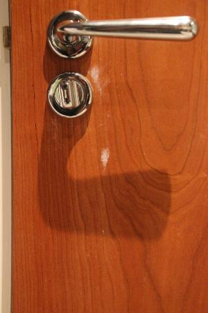 Fraser Suites Glasgow: Something dried on the bathroom door